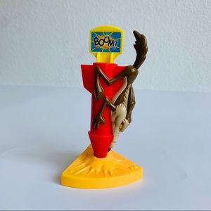 NEW Warner Bros Wile E. Coyote Action Figure